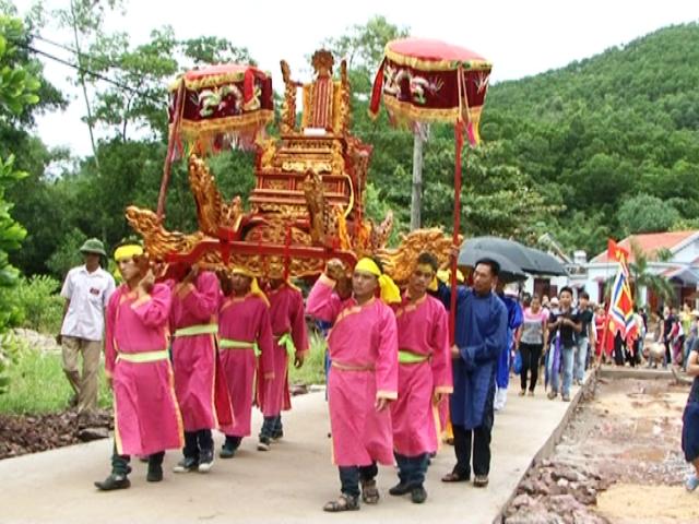 lễ hội đình làng Cẩm Hải, Cẩm Phả, Quảng Ninh.JPG